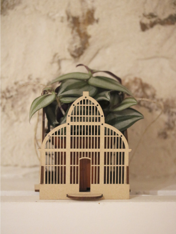 suspension en bois pour plantes d'intérieur, en forme de serre du jardin des plantes de Lyon, découpe laser, fabriqué à Lyon, Made in France